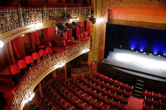 Abrimos las puertas del Teatro Lara para ti…